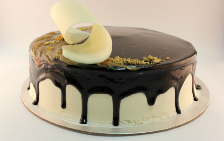 This stunning new gelato cake is chocolate and hazelnut flavoured, topped with white ganache & dark chocolate glaze, finished with edible gold dust and an impressive white chocolate swirl. At only $55, this cake is an elegant choice for a Birthday or special occasion! 3 days notice required on orders. Order now online