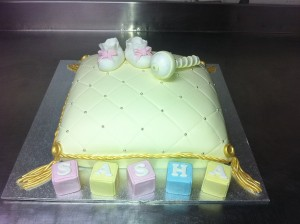 C6 - New Baby Pillow Cake